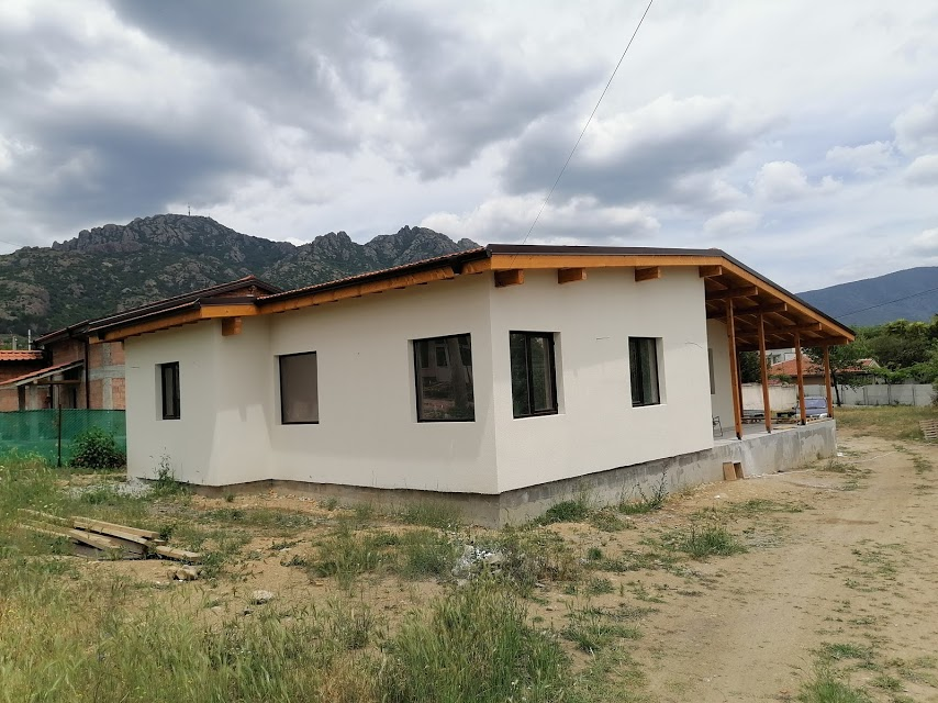 """Построена сглобяема къща """"Хубав дом"""" с РЗП 110 кв.м.+36 кв.м. веранда"""