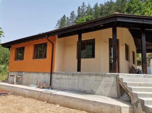 Построена къща 81,2 кв.м. и 22,4 кв.м. веранда